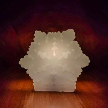 Настоящая восковая светодиодная (LED) свеча в форме объёмной Снежинки