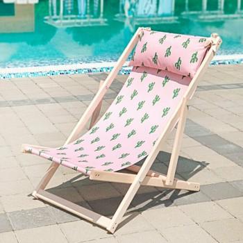 Складной шезлонг лежак из дерева для дачи и отдыха с принтом Кактусы