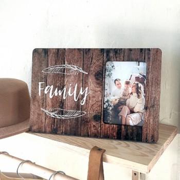 Красивая рамка для фото 10х15 см Family